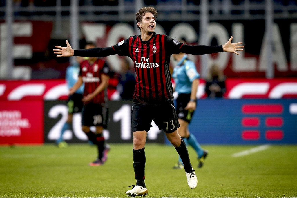 AC Milan's midfielder Manuel Locatelli celebrates after scoring a goal during the Italian Serie A football match AC Milan versus Juventus on October 22, 2016 at the San Siro Stadium in Milan. / AFP PHOTO / MARCO BERTORELLO