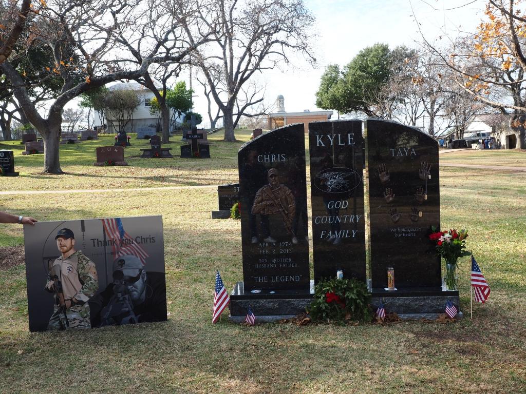 """""""Era mio dovere sparare al nemico, e non me ne pento. I miei rimpianti sono per le persone che non ho potuto salvare: Marines, soldati, amici"""" -Chris Kyle"""