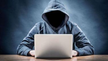 Con la polizia tra i pericoli del Web