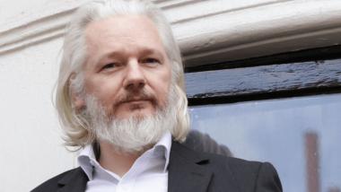 Assange, meteora dimenticata o guru planetario della Verità?