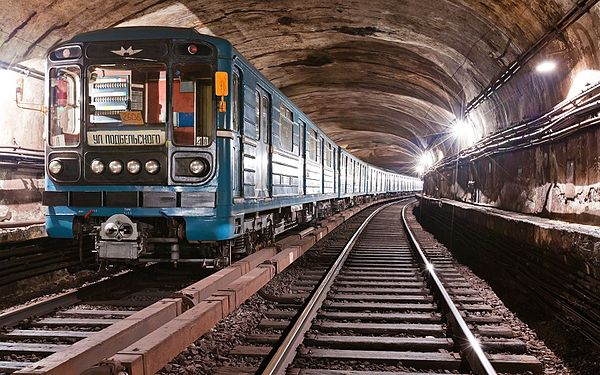 metro_train_81-717-5m-714-5m_2606_in_tunnel