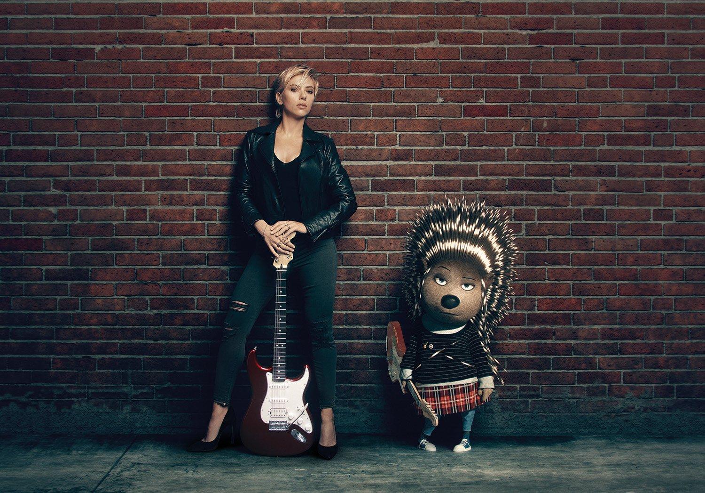 Ash, chitarrista interpretata da Scarlett Johansson
